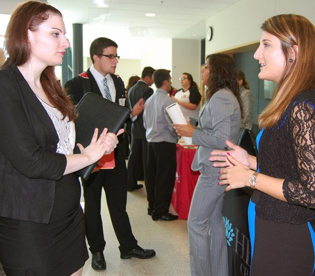Marissa Cattoi, sophomore accounting major, speaks to Dina Casciano, associate at Hill, Barth & King and WCBA alumna, about internship opportunities.